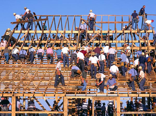 [Image: amish-barn-raising.jpg]